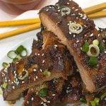 Scallion and sesame seeds garnish ribs