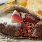 Lamburger in pita with yogurt sauce