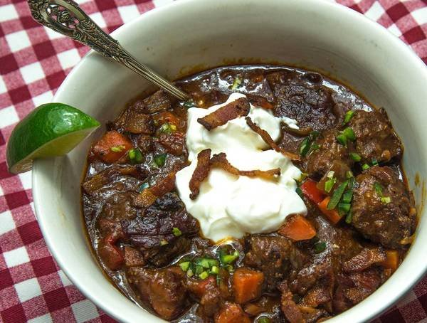 A bowl of chili garnished with sour cream